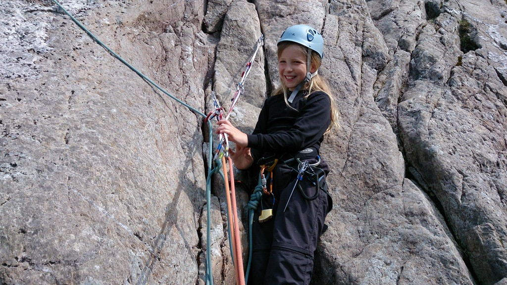 multi pitch rock climbing in ogwen valley at idwal slabs