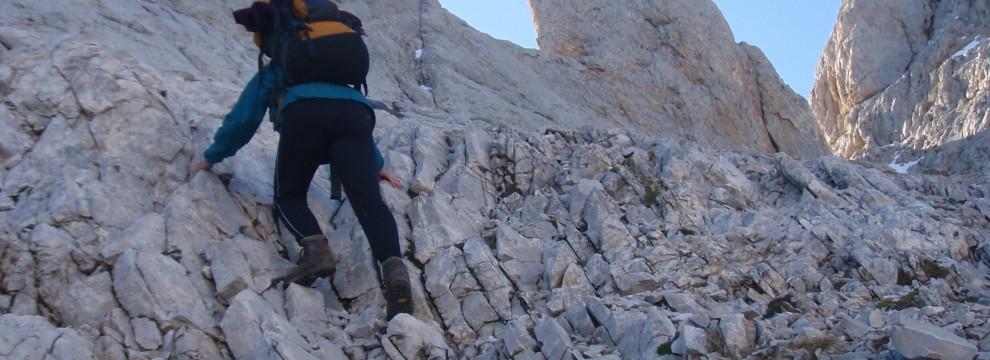 Scrambling above Hou Tras el Pico