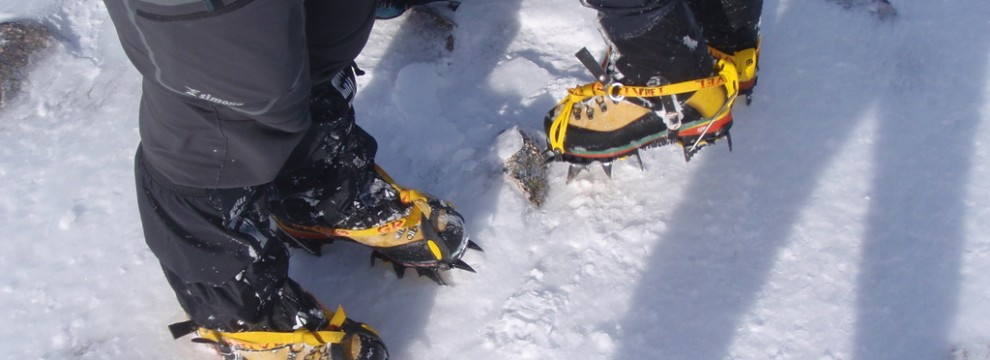 Fine adjustment of crampons during winter walking