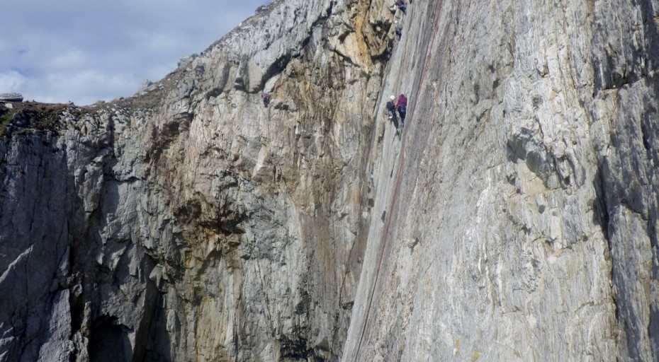 Rock climbing on the Anglesey sea cliffs a Hanging belay in Wen Chimney