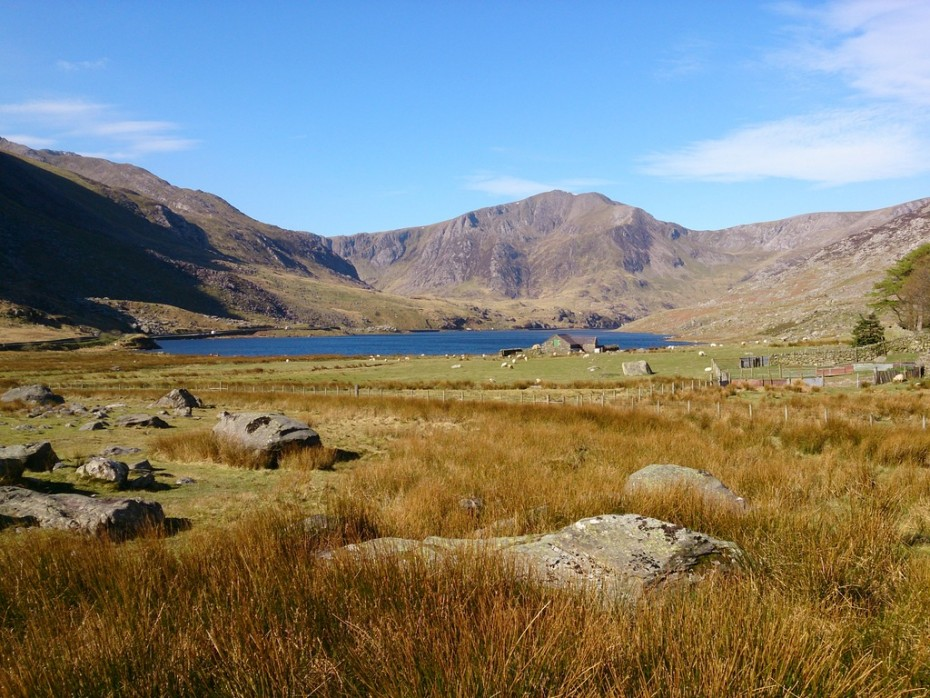 Mountain training Mountain skills courses:Beautiful Snowdonia. With the right mountaineering skills you can walk safely in the mountains.
