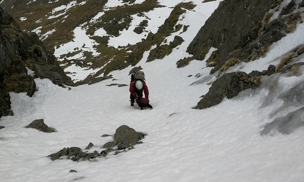 Descending to the right of Clogwyn Du