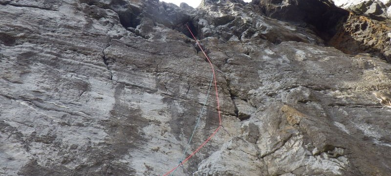 Rock climbing in Pembroke Through The Hole (Direct Start) E1 5c Trevallen Cliff